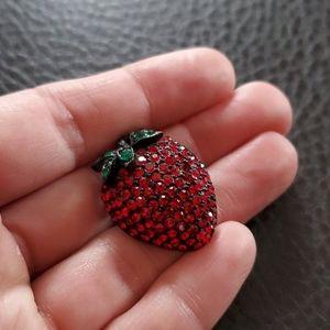 VTG Weiss strawberry brooch